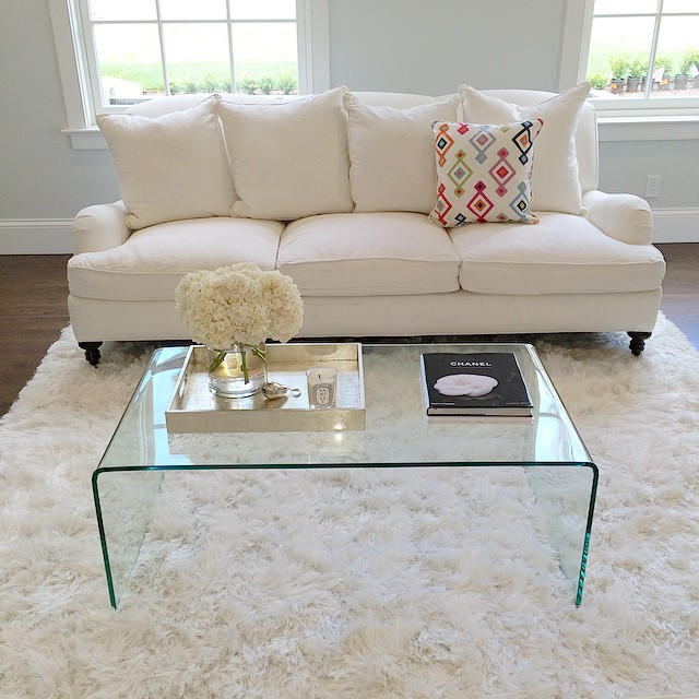 I'm decorating my living room this week. It is quickly becoming one off my favorite rooms in the house. I am loving all the white. Table from @thecrossdesign. Rug and pillow @luluandgeorgia